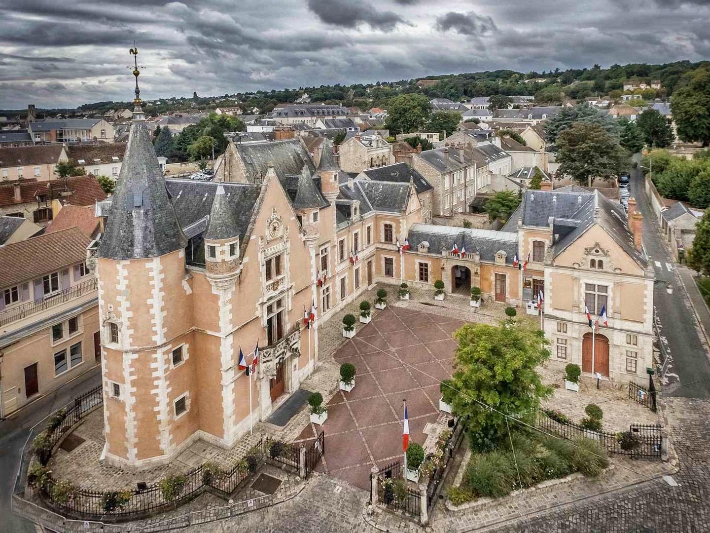 Drone tourisme et patrimoine delicatessen for Chateau etampes
