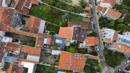 Observation par photographie aérienne des différentes parcelles de maisons individuelles