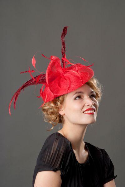 Photographie de chapeau sur modèle pour catalogue.