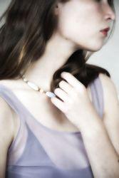 """Photographie de bijoux pour catalogue.  <a href=""""http://delicatessenstudio.com/lookbookbijoux/"""">cliquez ici pour voir la série</a>"""