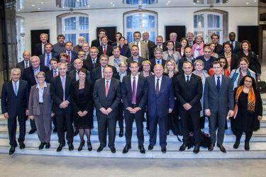 Photographie de groupe du Conseil syndical du SYCTOM  à l'Hotel de Ville de Paris