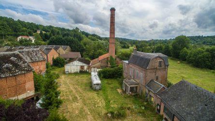 Photographie par drone d'une ancienne usine de briqueterie