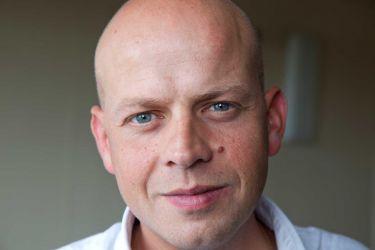 Portrait du directeur financier de l'entreprise ALKERN spécialisée dans la fabrication des produits en béton