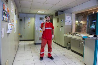 Photographie industrielle - Pilote de machine automatisée chez ALKERN, entreprise de Fabrication de produits en béton.